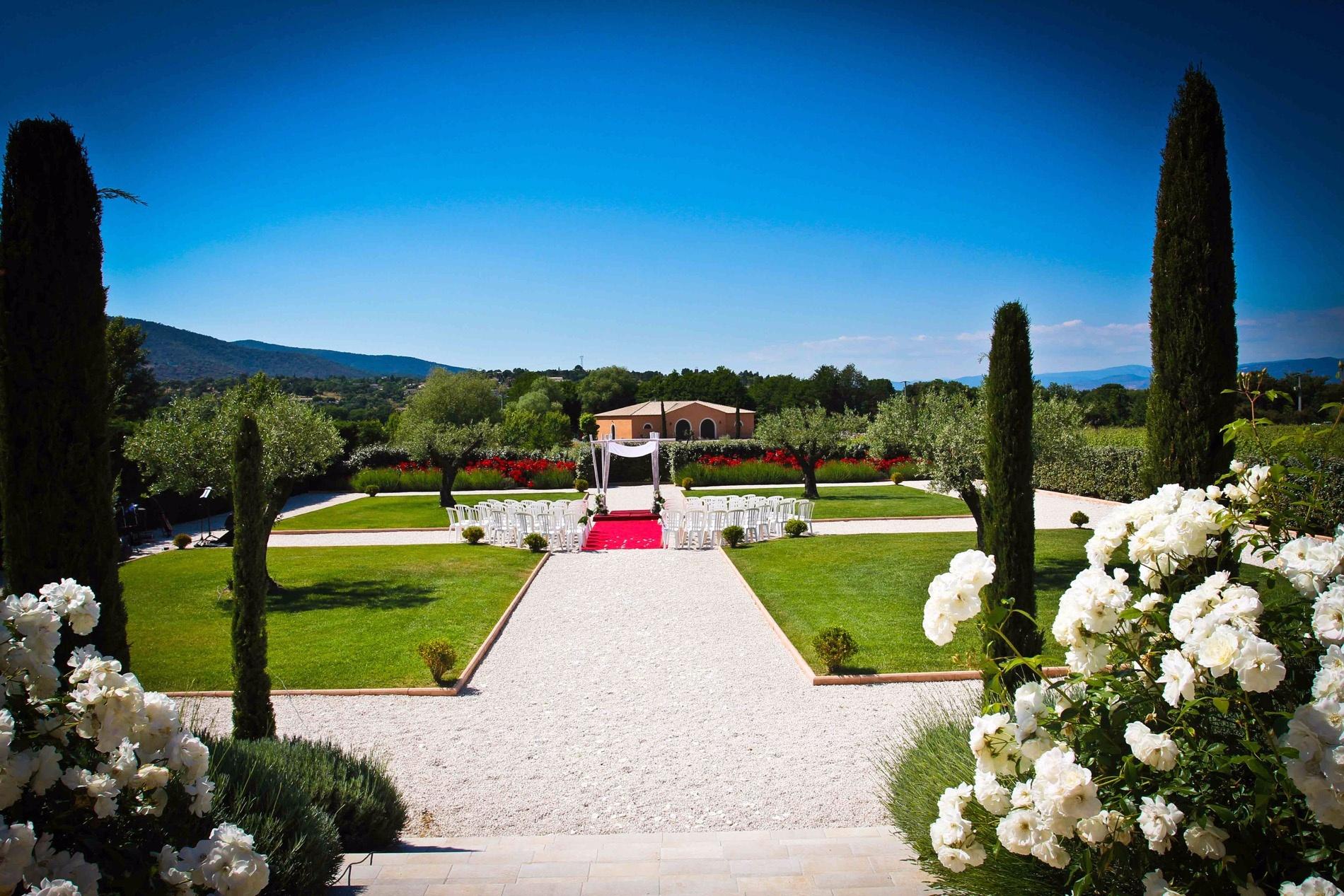 Salle de r ception du ch teau intime dans les vignes for O jardin ideal route de montauban bessieres
